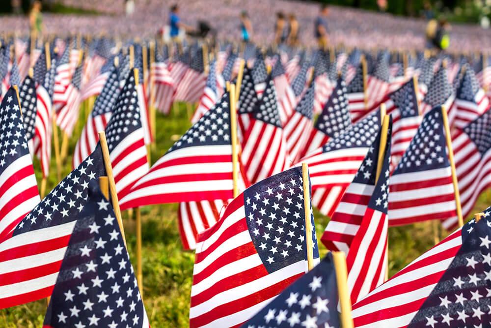 ボストンコモンの庭園にある沢山の星条旗