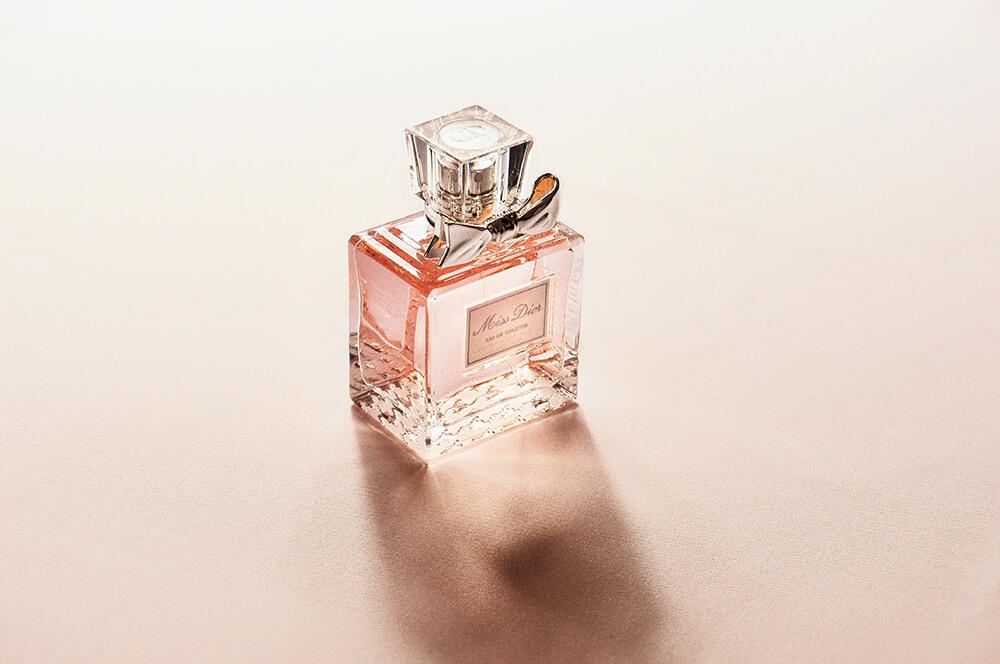 ピンク色の香水
